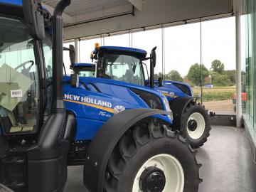 Nieuwe New Holland trekkers in de showroom