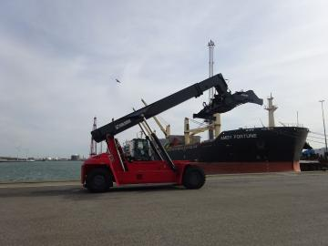 Recent afgeleverd: Kalmar reachstacker in de haven